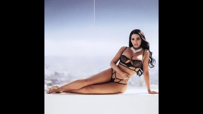 Виктория — проститутка с большими формами, 27 лет